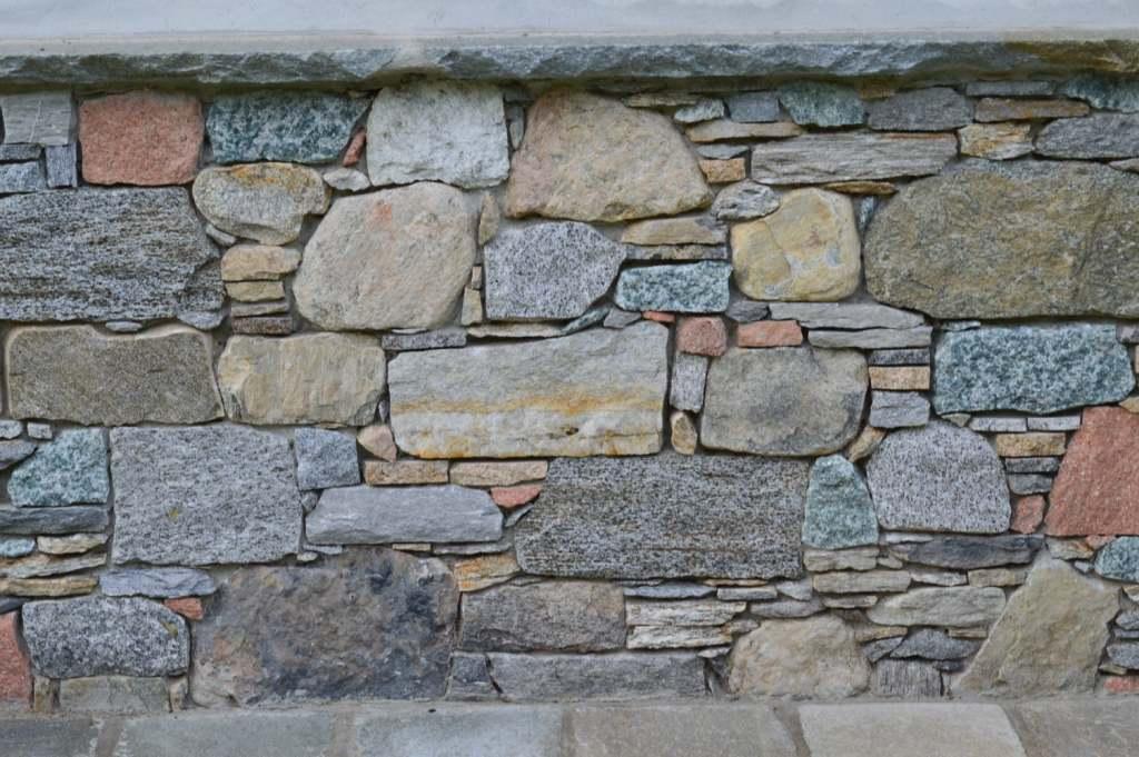 Muri in sasso a secco cemento armato precompresso for Muri con pietre a vista