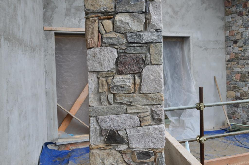 Pilastri in pietra cemento armato precompresso for Costo per costruire pilastri di pietra