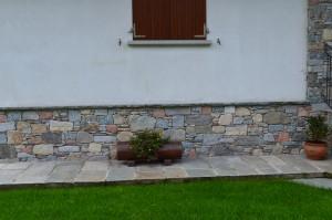 Zoccolatura di protezione in pietra - Varese