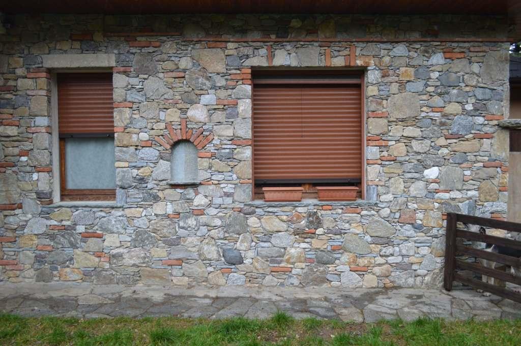 Opere in sasso tel rivestimenti in pietra for Mattoni e pietra americani